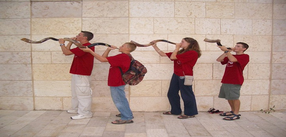 shofar-blowing-kids